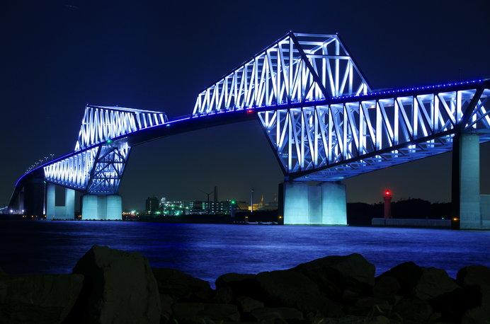 ライトアップされた東京ゲートブリッジ