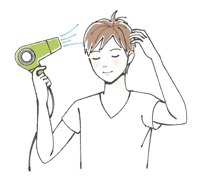 髪が短い人もドライヤーは必須。頭皮もしっかり乾かしましょう