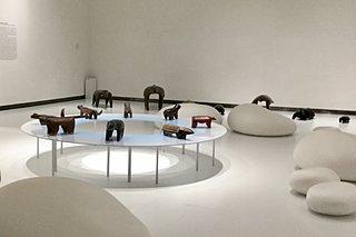 日本初!ベイ・コレクション「ブラジル先住民の椅子」展は17日まで