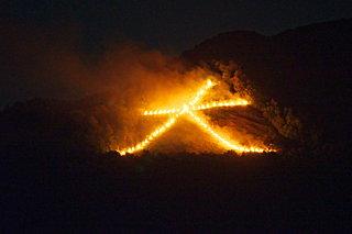 8月16日は月遅れ盆の最終日。送り火にこめられた信仰とは?