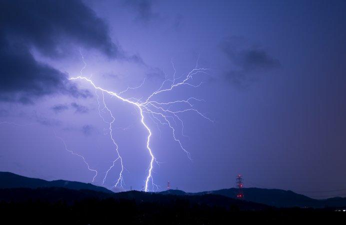 山では、夏の間ほぼ毎日雷に注意!