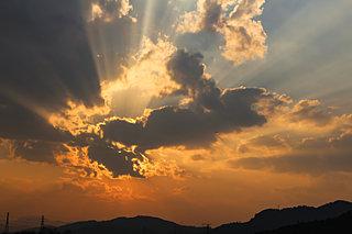天地始粛。朝夕がどかとよろしき残暑かな