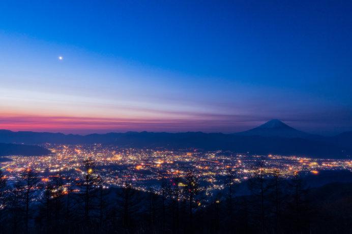 宵の空に、ひと際輝く金星