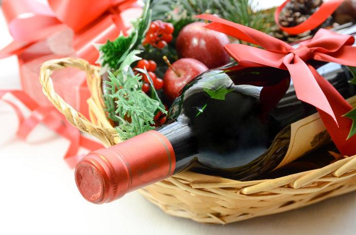 テーブルを華やかに彩るワイン