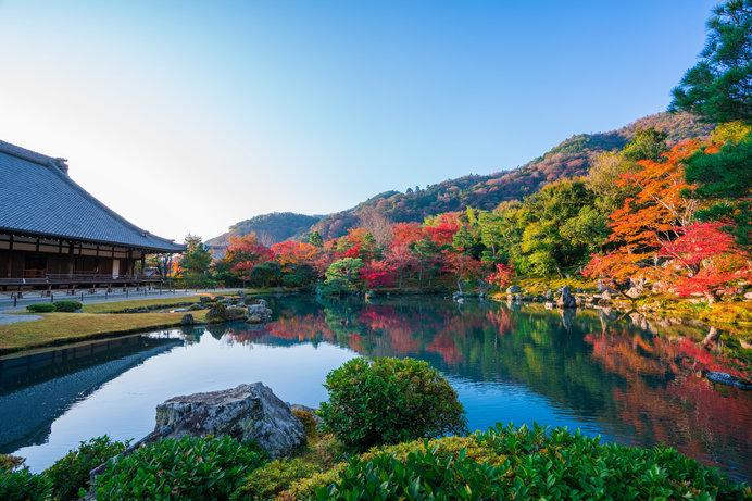 曹源池に映る紅葉はなんともいえない美しさがあります!