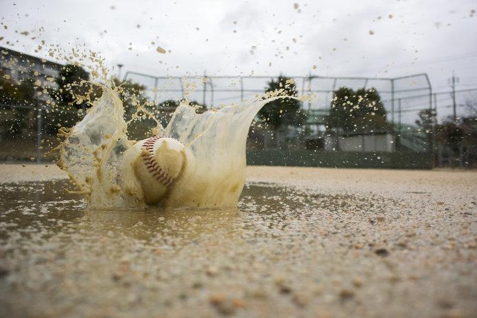 野球の場合、雨ではプレーが難しく……