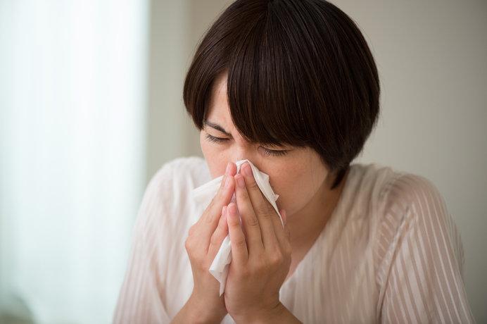 くしゃみ、鼻水が続いたら、もしかして寒暖差アレルギーかも?風邪との違いは?対策方法は?