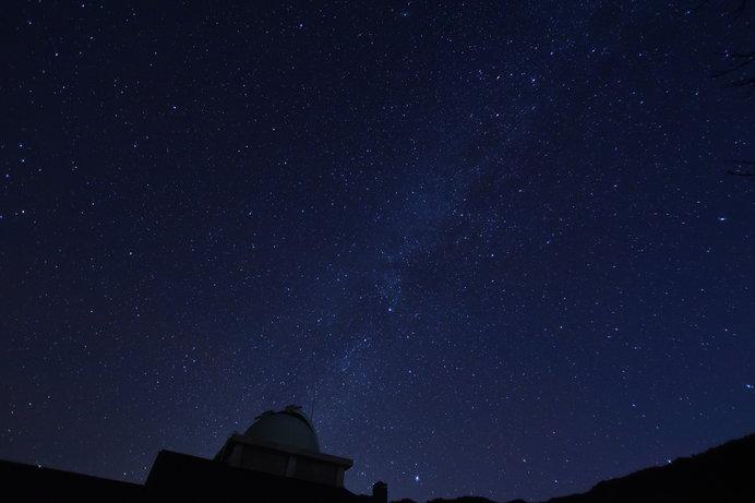 望遠鏡付きの「星のコテージ」なら夜通し星空観察できちゃう♪