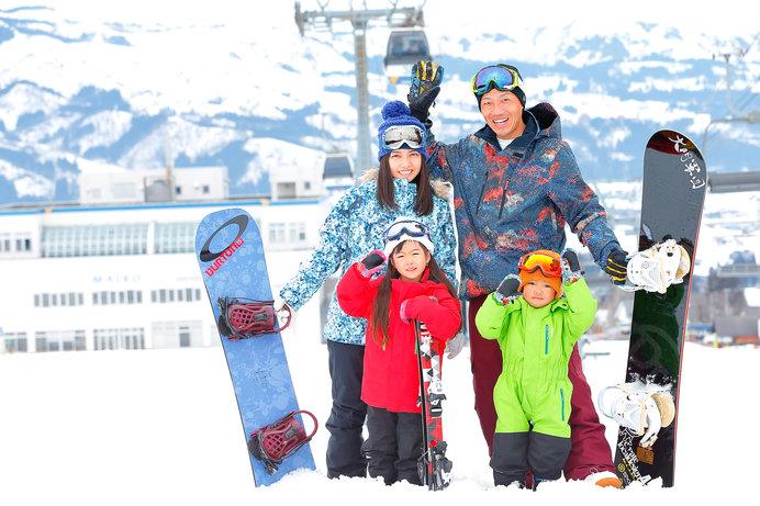 「舞子スノーリゾート」(新潟)の日帰りスキーセンターからゴンドラに乗れる