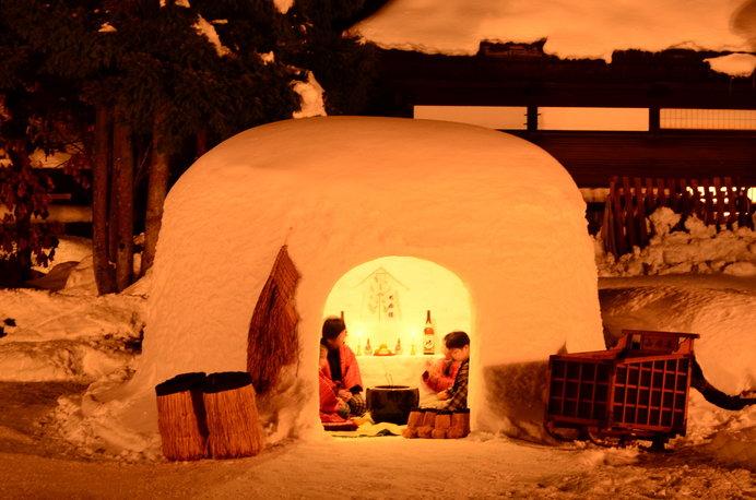 雪国の絶景ともいわれている、無数のミニかまくらもお見逃しなく!