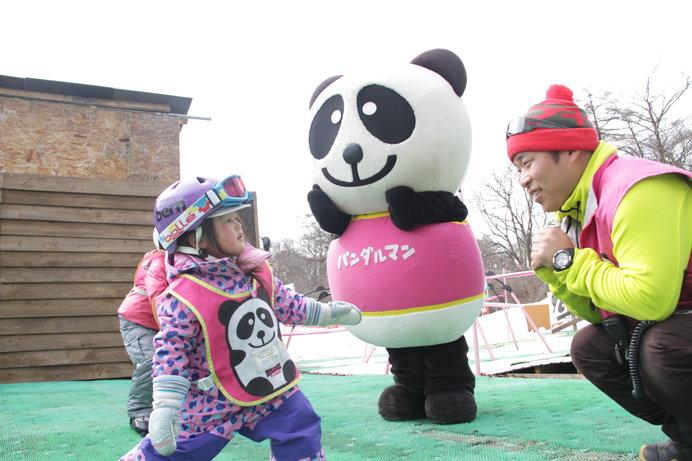 準備運動には人気キャラの「パンダルマン」が参上!