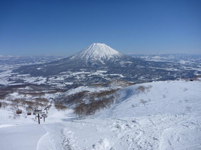 蝦夷富士とも称される美しい羊蹄山を眺めながらのスキー!