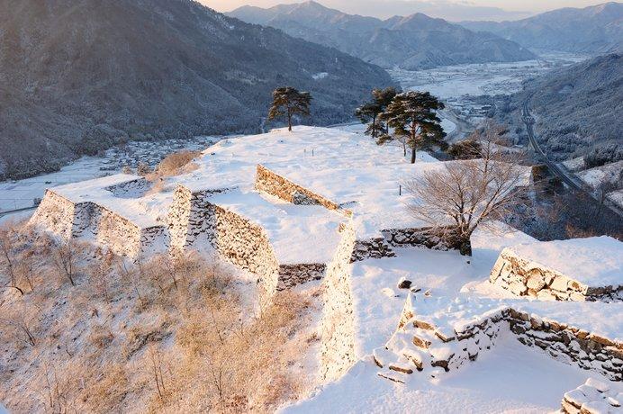 冬景色も魅力的な山城遺跡の竹田城跡