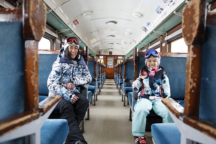 「ブルートレイン中里」の客車内はフォトジェニック空間!