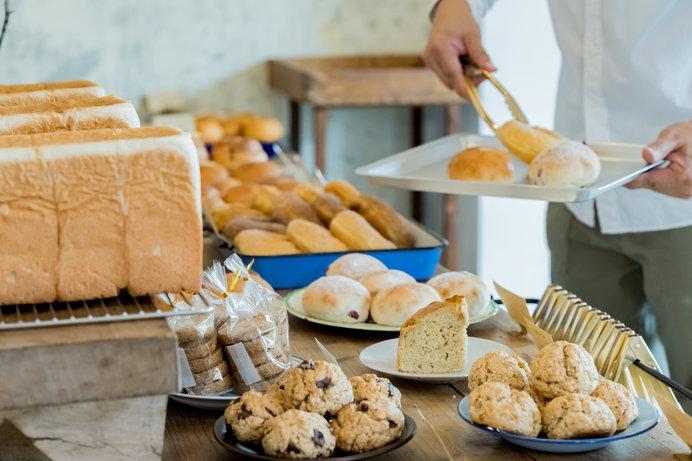 いい匂いが漂う焼き立てパン(画像はイメージ)