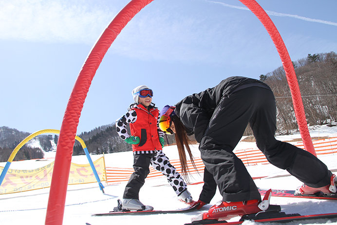 ファミリーに人気のスキー場のスクールといえば「タングラムキッズ&ジュニアスクール」(タングラムスキーサーカス)