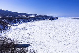 流氷船に乗る。流氷の上を歩く。流氷列車に乗る。