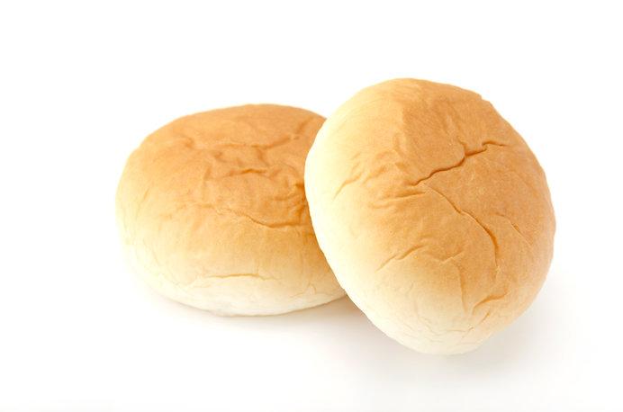「くりーむパン」のカスタードは機械ではなく手作業でつくられます ※画像はイメージ
