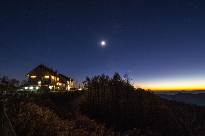 冬の空気は澄んでいるので星や月がきれいに見える