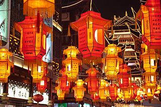十五夜に街中が提灯の光に包まれる、中国の伝統行事「元宵節」