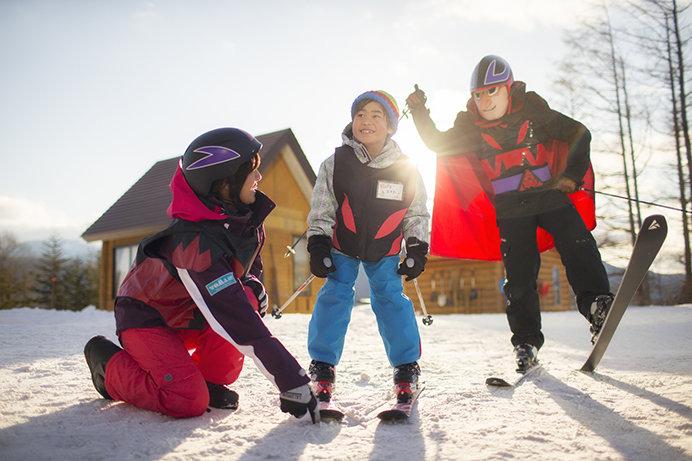 自らチョッカリ大魔神に扮してレッスンする「チョッカリ大魔神のスキー・スノーボード魔界学校」