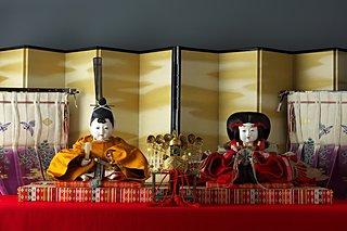 優しさが溢れる「岩崎家のお雛さまと御所人形 展」開催中!