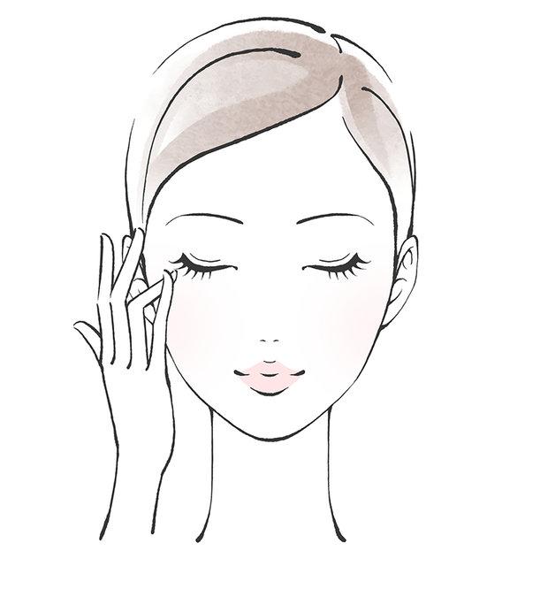 目の周りの皮膚は弱いので、できるだけ丁寧に保湿をしましょう