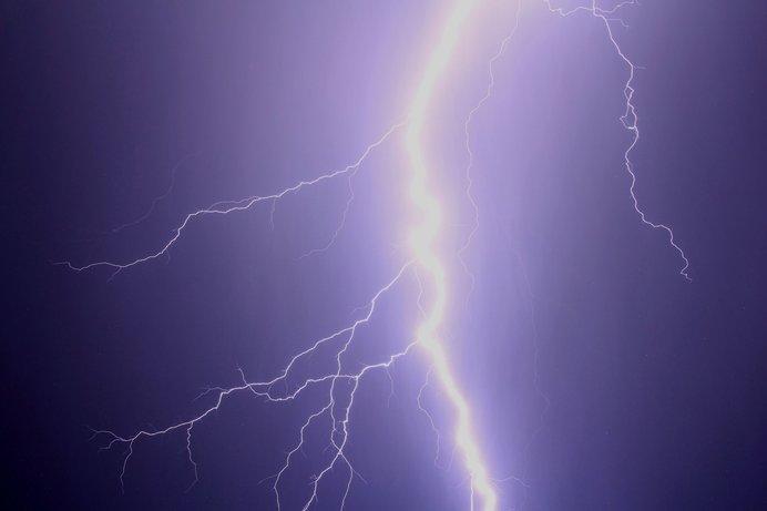 雷は下からのぼる?ってほんとなの?