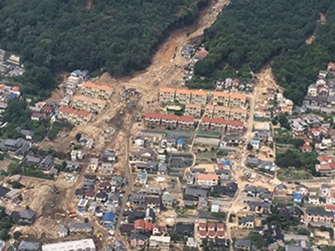広島市安佐南区の土砂災害のようす(出典:内閣府ホームページ)