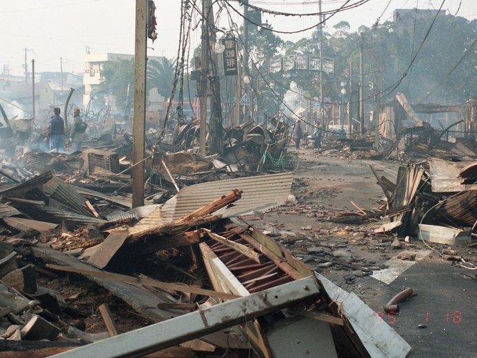 建物が倒壊しているようす(写真提供:神戸市)