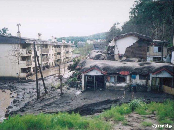 火山灰、噴石、泥流による被害のようす