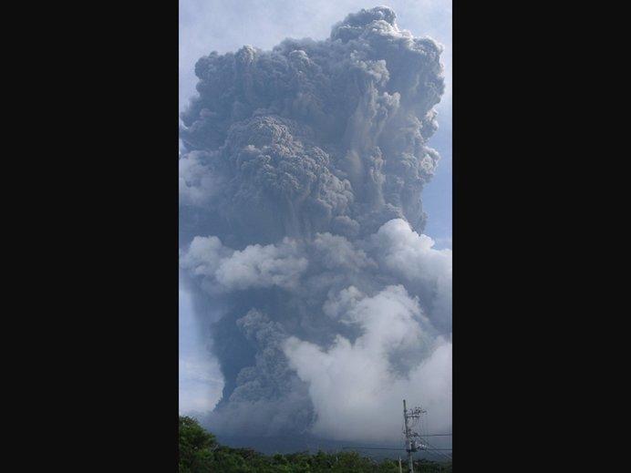 平成12年8月18日の噴火のようす(出典:気象庁ホームページ)