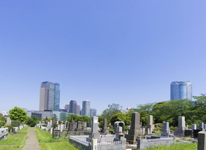 北里柴三郎の墓所は、その功績を讃えるかのように青山霊園の日当たりの良い高台にある