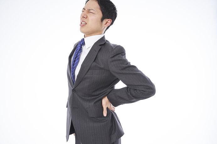 季節の変わり目に多い腰痛。簡単ストレッチで予防を!