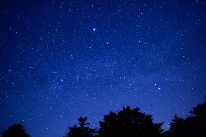 夜空に夏の大三角を見つけてみよう!