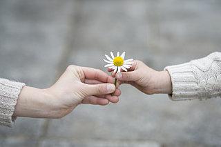「親切」行動であなたの毎日がハッピーに!?「小さな親切」運動スタートの日!