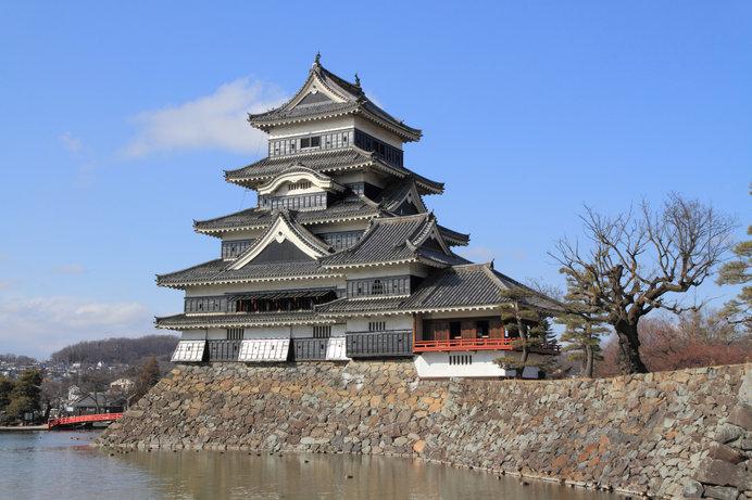 「烏城」とも呼ばれる「松本城」