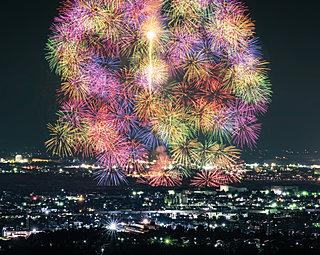 令和元年・夏の花火大会!北国の夜空と水面に咲く美しい花を見よう♪