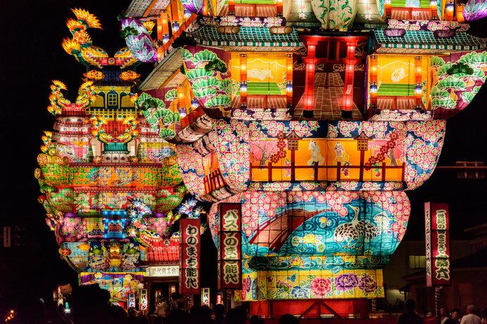 一世紀の時を経て復活した城郭型巨大灯篭「嘉六」と「愛季」は必見!