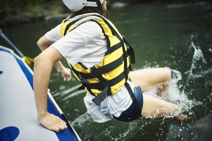 緩やかな流れのところでは、飛び込みや遊ぶポイントもあります! ※画像はイメージ