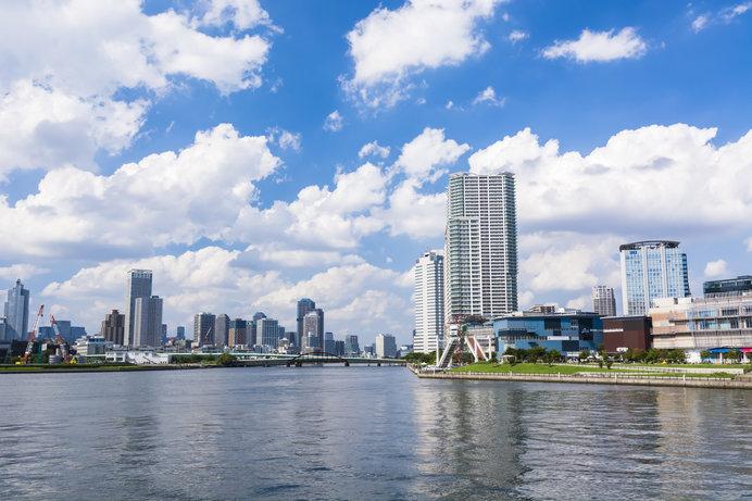 新豊洲駅前から見る水辺の風景