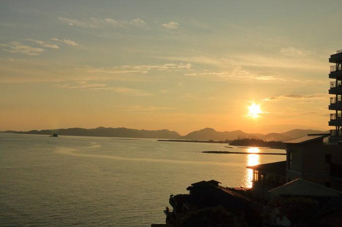 宿の目の前には「日本の夕陽100選」にも選ばれた赤穂御崎の絶景が