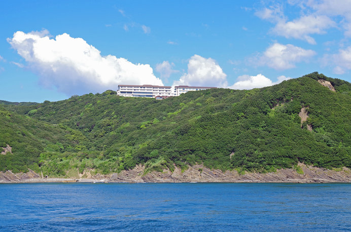 紀淡海峡を望む高台にあり、眼下に瀬戸内海と島々の眺望が広がる「休暇村 紀州加太」