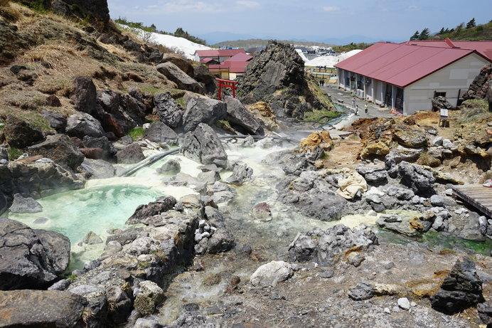 全国屈指の高地で豊富な湯量を誇る「須川高原温泉」