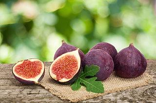 その故郷はエデンの園?最古の果物「イチジク」が色づいてきました