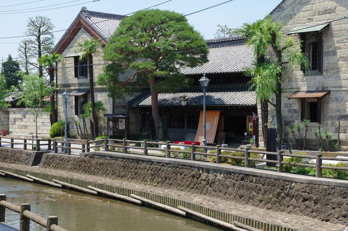 """内部では美しい日本庭園を眺めながら、趣向を凝らした""""とちぎ江戸料理""""を味わえる♪"""