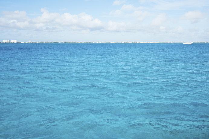 「青」は夏の色! 地球をめぐる「青」を旅してみませんか?
