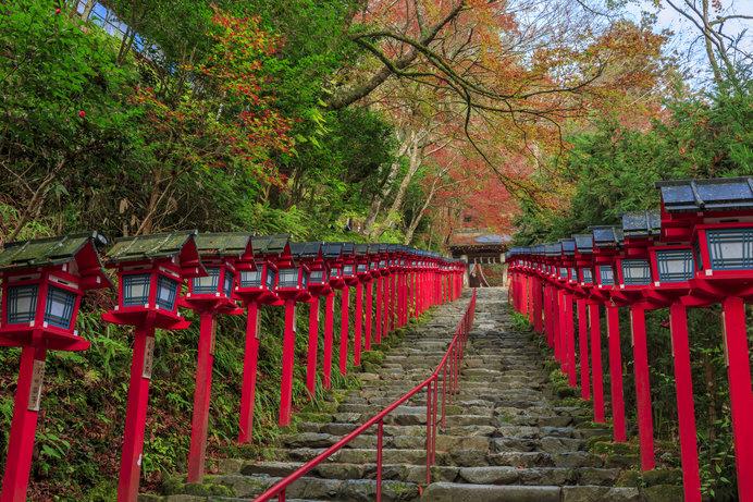 連なる灯篭が美しい「貴船神社」