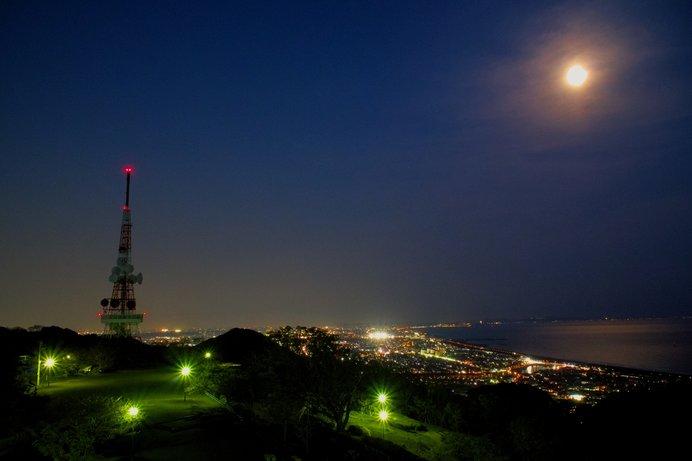美しい満月を眺めてみませんか