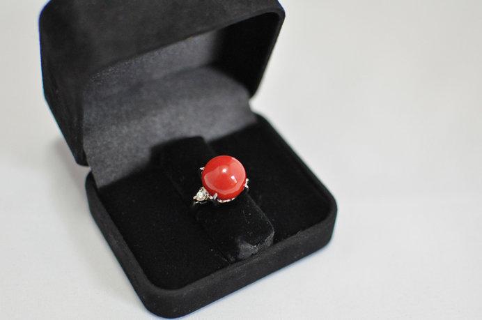 宝石に加工される珊瑚の中でも最高峰の品質とされる「血赤珊瑚」